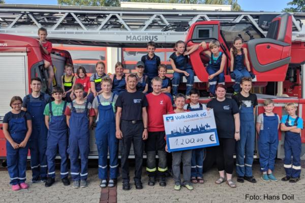 Kirche spendet der Feuerwehr Helmstedt